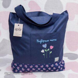 Granatowa torba na zakupy z kolorowym haftem na przodzie.