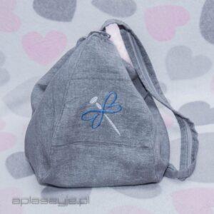 Szary plecak i torba z ważką - dwa w jednym.