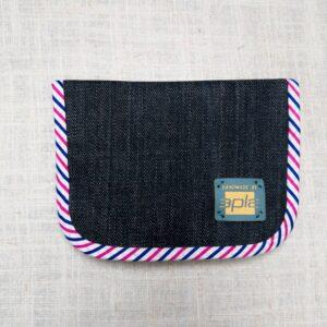 Portfel z dżinsu, wykończony lamówką w paski