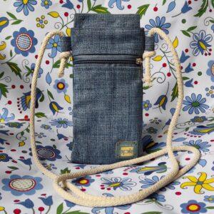torebka na telefon na tle wzorów kaszubskich